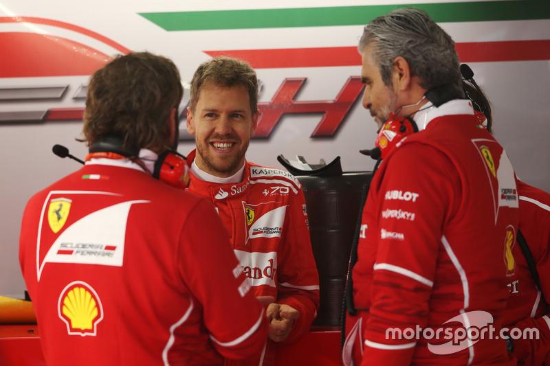 Sebastian Vettel, Ferrari;o Maurizio Arrivabene, Teamchef, Ferrari