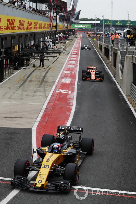 Джоліон Палмер, Renault Sport F1 Team RS17, Стоффель Вандорн, McLaren MCL32, Льюіс Хемілтон, Mercedes AMG F1 W08