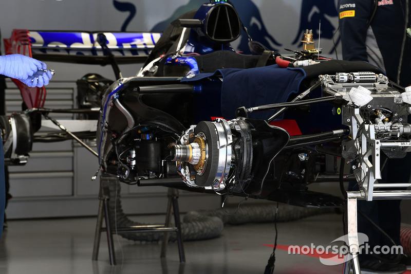 Scuderia Toro Rosso STR12 front wheel hub detail