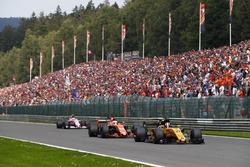 Nico Hulkenberg, Renault Sport F1 Team RS17, Fernando Alonso, McLaren MCL32, Esteban Ocon, Sahara Force India F1 VJM10