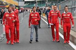 Sebastian Vettel, Ferrari; Maurizio Arrivabene, Ferrari-Teamchef; Gino Rosato, Ferrari; Riccardo Adami, Ferrari-Renningenieur