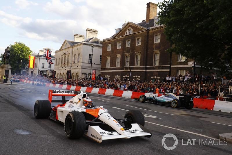 Stoffel Vandoorne, McLaren MP4/6, Valtteri Bottas, Mercedes