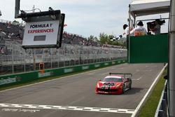 #7 Scuderia Corsa - Ferrari of Silicon Valley: Martin Fuentes, takes the checkered flag