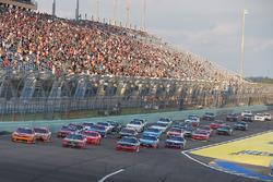 Restart: Kyle Larson, Chip Ganassi Racing Chevrolet, Ty Dillon, Richard Childress Racing Chevrolet lead
