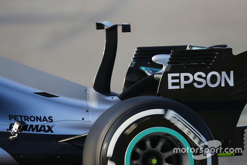 Mercedes AMG F1 W08 met T-wing