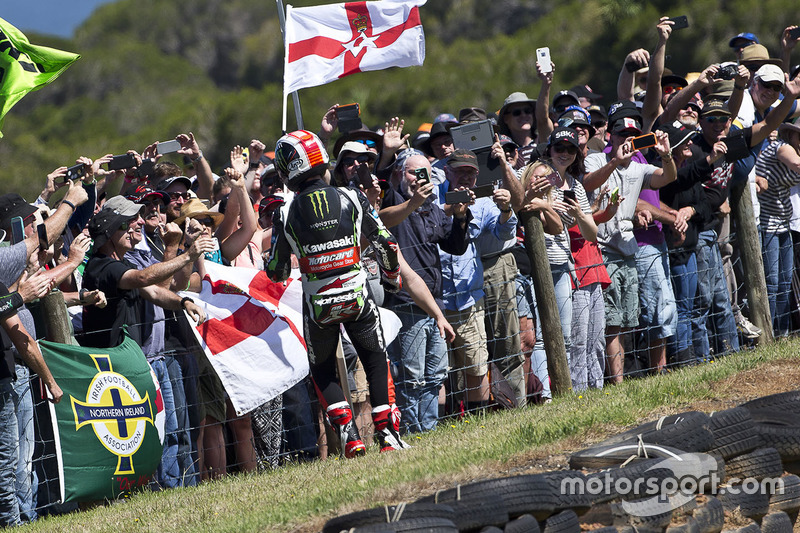 Race winner Jonathan Rea, Kawasaki Racing celebrates with fans