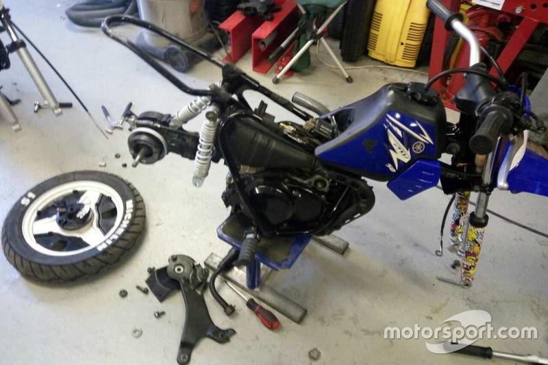 Зламаний мотоцикл Тіми Кулєшова
