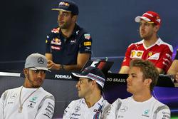 Lewis Hamilton, Mercedes AMG F1 con Felipe Massa, Williams y Nico Rosberg, Mercedes AMG F1 en la rueda de prensa de la FIA