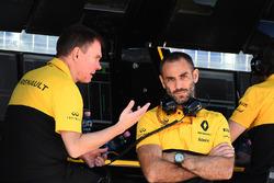 Alan Permane, ingénieur de course Renault Sport F1 Team, Cyril Abiteboul, directeur général Renault Sport F1