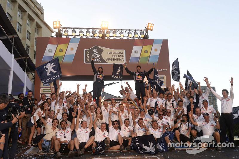 Cyril Despres, David Castera, Peugeot Sport celebra con el equipo