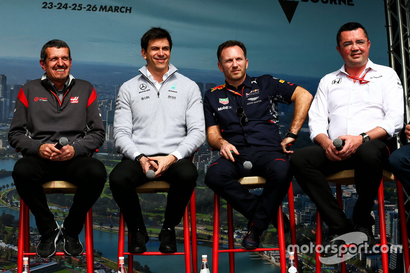 Guenther Steiner, Haas F1 Team Principal con Toto Wolff, Mercedes AMG F1; Christian Horner, Red Bull Racing y Eric Boullier, McLaren
