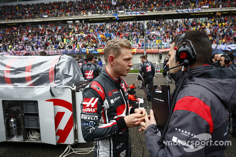 Kevin Magnussen, Haas F1 Team, on the grid,