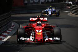 Kimi Raikkonen, Ferrari SF70H, Pascal Wehrlein, Sauber C36-Ferrari, Lance Stroll, Williams FW40