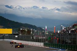 Daniel Ricciardo, Red Bull Racing RB12 ve Daniil Kvyat, Red Bull Racing RB12