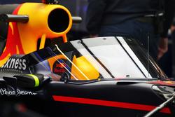 Red Bull Racing RB12 con l'aeroscreen