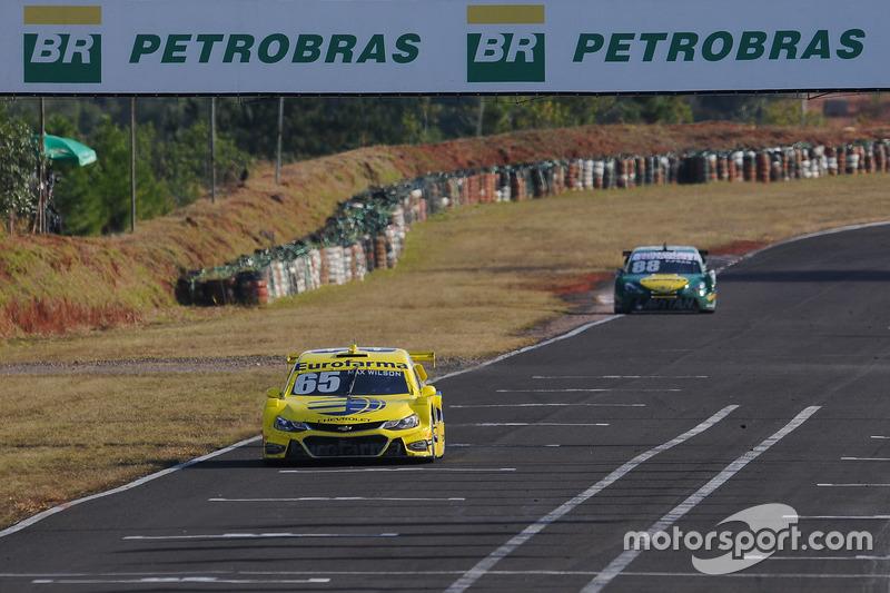 Max Wilson à frente de Felipe Fraga