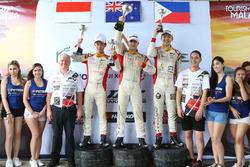 Faine Kahia, Presley Martono, Gabriel Cabrera, podium Clark International Speedway, Filipina
