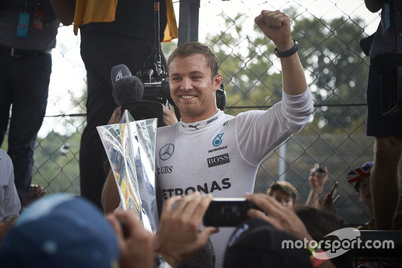 Race winner Nico Rosberg, Mercedes AMG F1 celebrates