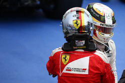 Sebastian Vettel, Scuderia Ferrari SF16-H y Lewis Hamilton, Mercedes AMG F1 W07