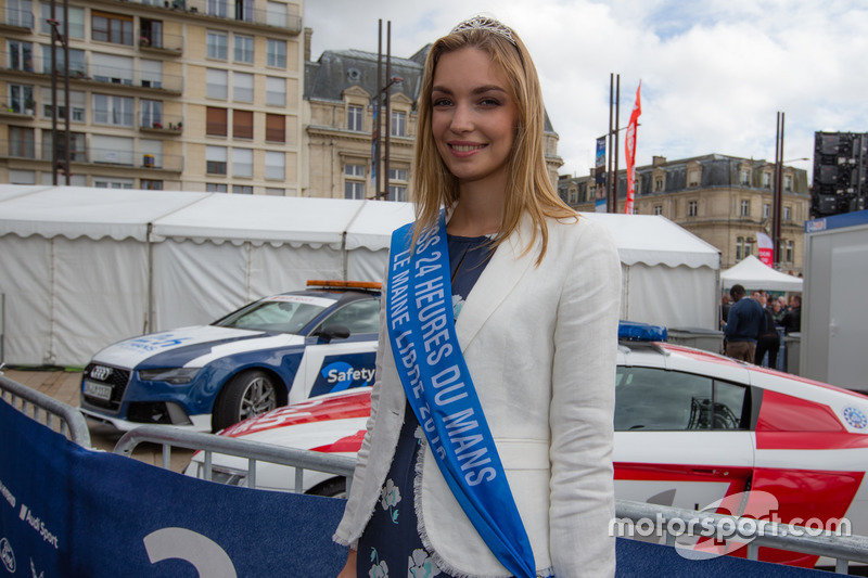 miss 24 heures du mans 2016 at 24 hours of le mans. Black Bedroom Furniture Sets. Home Design Ideas