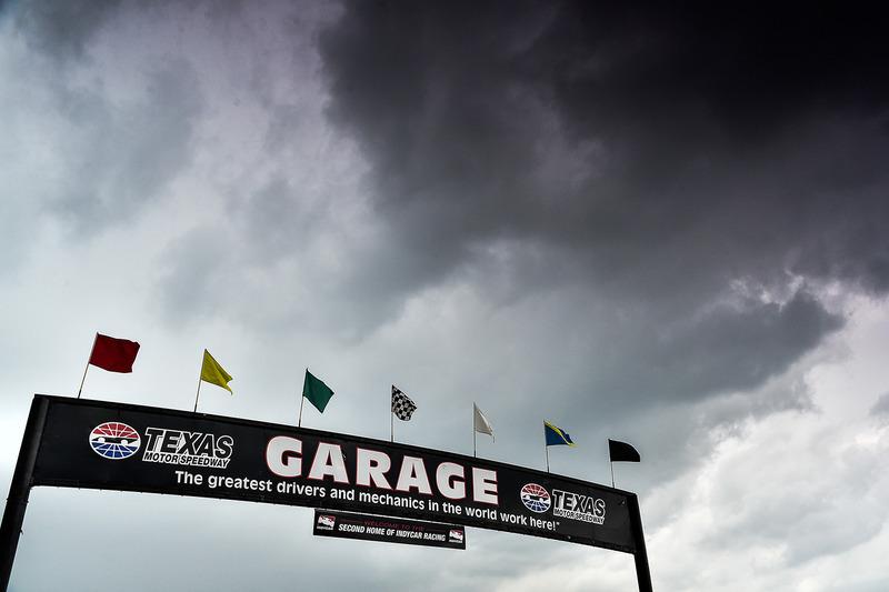 Темні хмари над Texas Motor Speedway