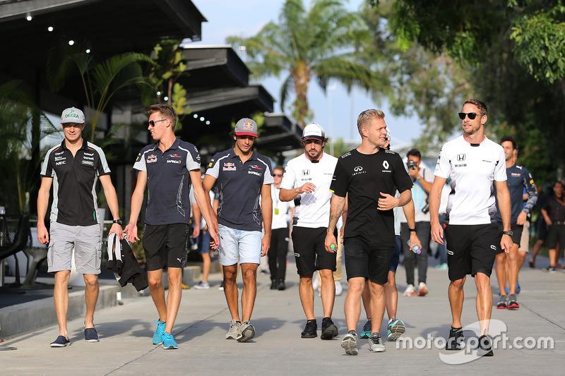 Nico Hulkenberg, Sahara Force India, Daniil Kvyat, Scuderia Toro Rosso, Kevin Magnussen, Renault Spo