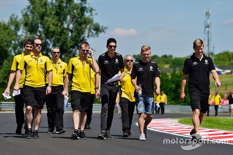 Esteban Ocon, Renault Sport F1 Team Test Driver and Kevin Magnussen, Renault Sport F1 Team walk the
