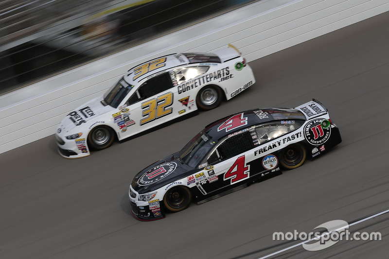 Kevin Harvick, Stewart-Haas Racing Chevrolet, Jeffrey Earnhardt, Go Green Racing Ford