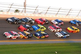Erik Jones, Joe Gibbs Racing, Toyota Camry Sport Clips, Clint Bowyer, Stewart-Haas Racing, Ford Mustang Rush Truck Centers/Mobil 1
