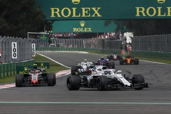 Лэнс Стролл, Williams FW41, и Кевин Магнуссен, Haas F1 Team VF-18