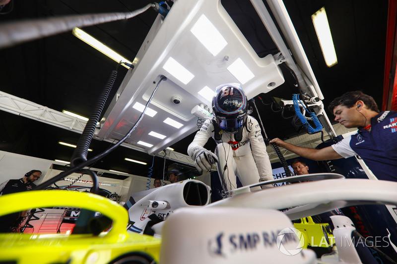 Lance Stroll, Williams Racing, sube a su coche