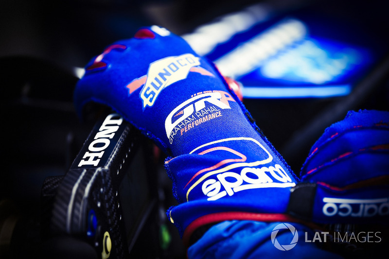 Graham Rahal, Rahal Letterman Lanigan Racing Honda, gloves