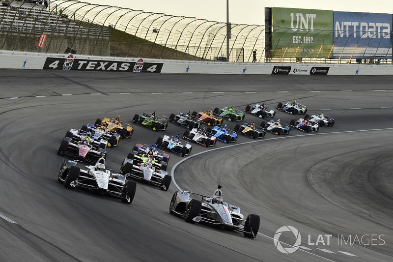 Start: Josef Newgarden, Team Penske Chevrolet, Simon Pagenaud, Team Penske Chevrolet lead