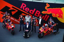 Bradley Smith, Red Bull KTM Factory Racing, Pol Espargaro, Red Bull KTM Factory Racing, Mika Kallio, Red Bull KTM Factory Racing, Pit Beirer, directeur de la compétition de KTM, Hubert Trunkenpolz, membre du conseil d'administration de KTM, Mike Leitner, Team Manager Red Bull KTM Factory Racing