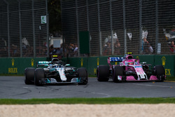 Valtteri Bottas, Mercedes-AMG F1 W09 EQ Power+ and Esteban Ocon, Force India VJM11 battle