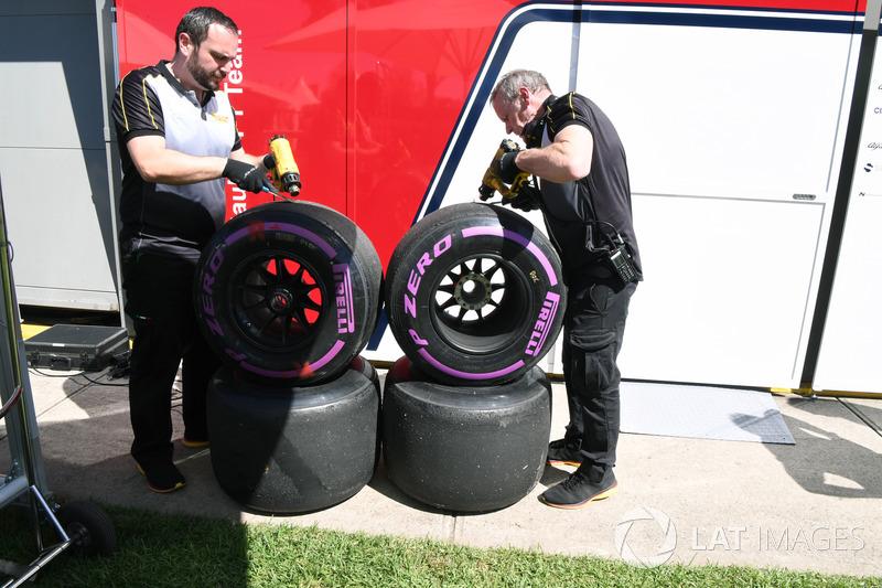 Ingenieros Pirelli y neumáticos Pirelli