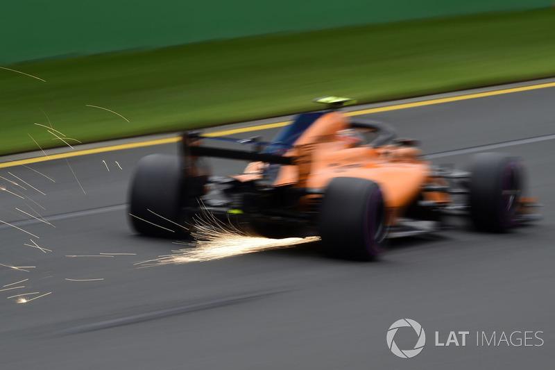 Stoffel Vandoorne, McLaren MCL33 kıvılcımlar