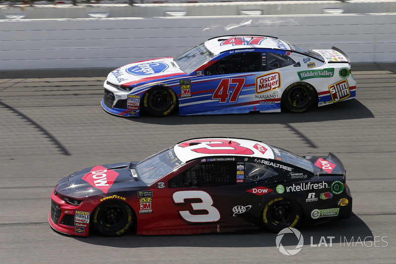 Austin Dillon, Richard Childress Racing, Chevrolet Camaro Dow Intellifresh e A.J. Allmendinger, JTG Daugherty Racing, Chevrolet Camaro Kroger ClickList