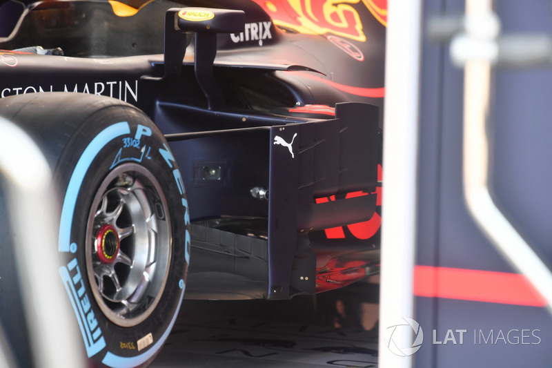 Red Bull Racing RB14, bargeboard