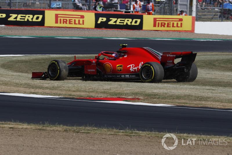 Kimi Raikkonen, Ferrari SF71H, sull'erba