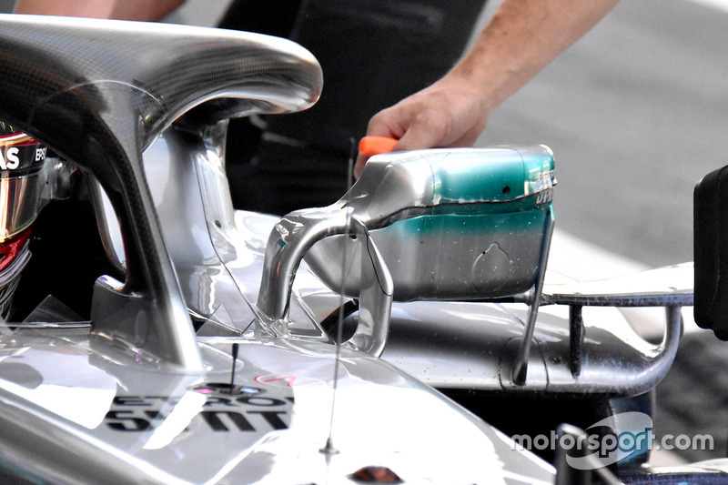 Зеркало заднего вида на Mercedes F1 W09 Льюиса Хэмилтона