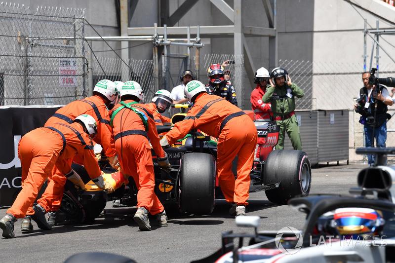 Max Verstappen, Red Bull Racing RB14 après son crash