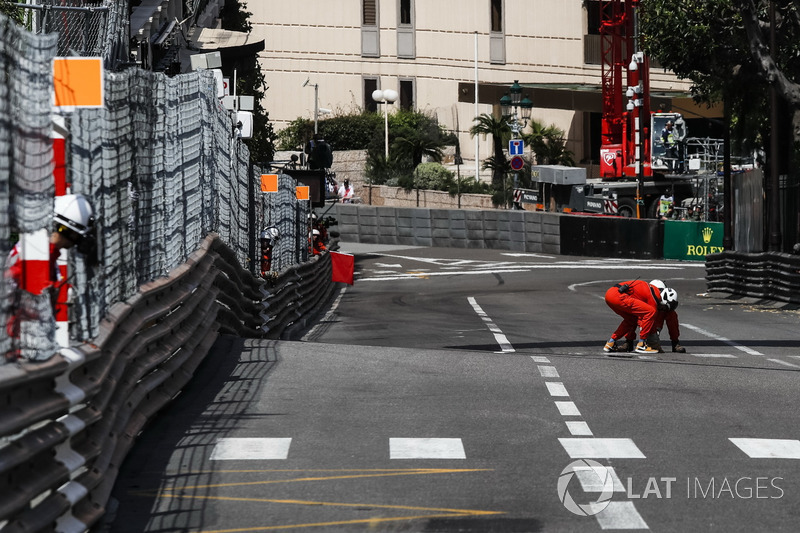 FP2 is red flagged by marshals due to a loose drain cover