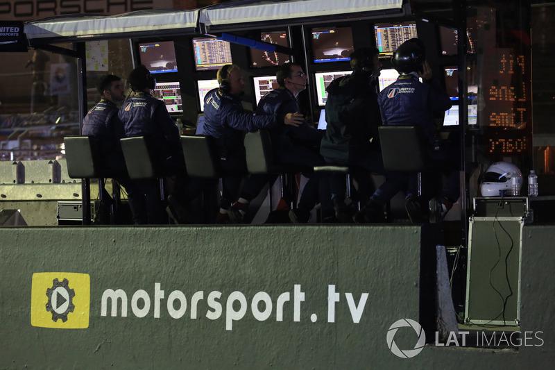 Logo Motorsport.tv in pitlane