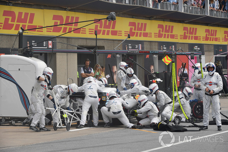 Sergey Sirotkin, Williams FW41, pit stop
