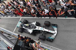 Valtteri Bottas, Mercedes-AMG F1 W09, arriva nel parco chiuso