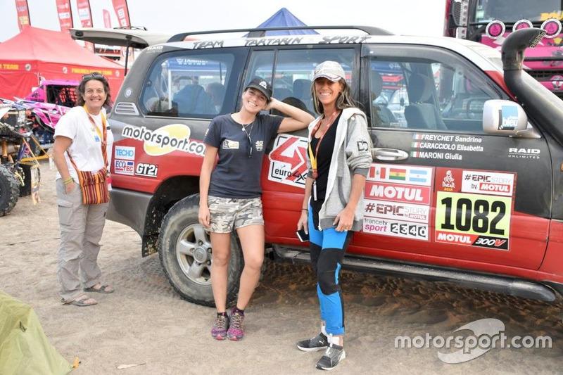 Зліва направо: Елізабетта Карассоло, Джулія Матоні та Сандрін Фрайчет, екіпаж Toyota HDJ100 від Motorsport.com.