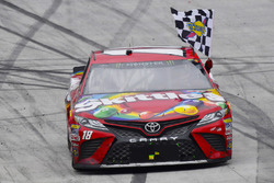 Race winner Kyle Busch, Joe Gibbs Racing