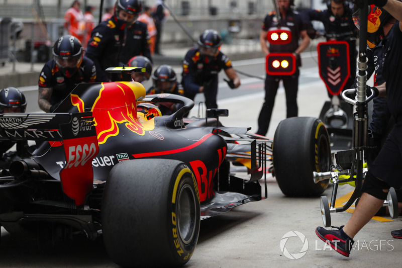 Max Verstappen, Red Bull Racing RB14 Tag Heuer, in the pits during practice