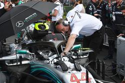 El coche de Lewis Hamilton, Mercedes-AMG F1 W09 en la parrilla
